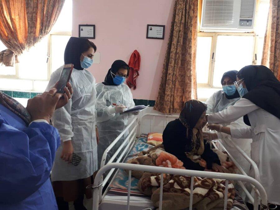 سالمندان مقیم در مراکز شبانه روزی استان بوشهر در مقابل کرونا واکسینه شدند