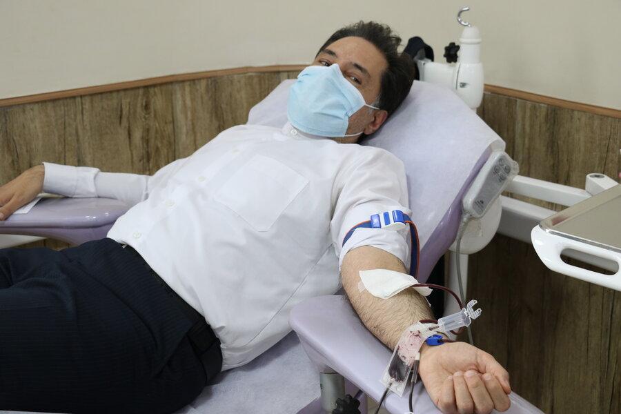 اهدای خون مدیرکل وکارکنان بهزیستی گیلان به مناسبت نیمه شعبان و هفته سربازان گمنام امام زمان(عج)