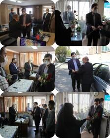 مدیر کل بهزیستی استان البرز با اهداء گل از زحمات کارکنان این اداره کل تقدیر و تشکر نمود