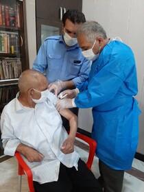 'گزارش تصویری| تزریق واکسن کرونا نوبت دوم دربین مقیمان مراکز سالمندان  استان
