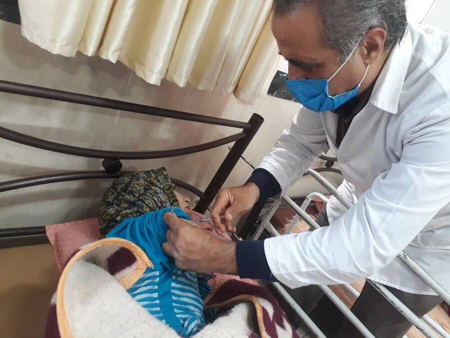 انتقاد از تعلل در تزریق واکسن کرونا در مراکز سالمندانِ ۷ استان/ پذیرش افراد مجهولالهویه در مناطق قرمز با احکام قضایی