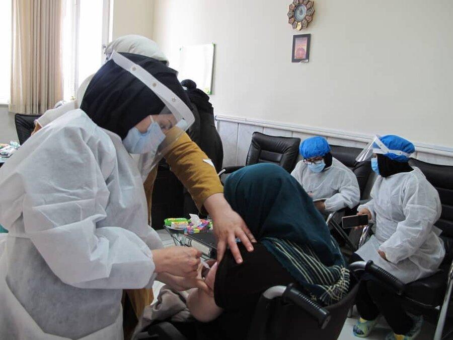 آغاز مرحله دوم واکسیناسیون کرونا در مراکز توانبخشی سالمندان بهزیستی خراسان رضوی