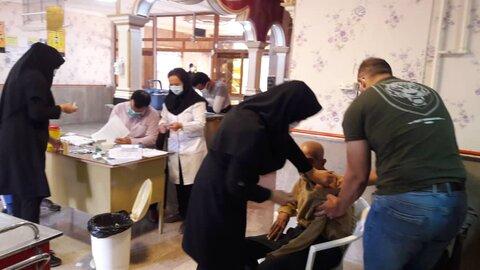 ملایر |مرحله دوم واکسیناسیون سالمندان وکارکنان مرکزحضرت علی(ع)شهرستان