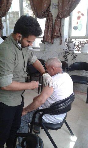 آغاز مرحله دوم تزریق واکسن کرونا ویژه سالمندان مقیم مراکز شبانه روزی قم