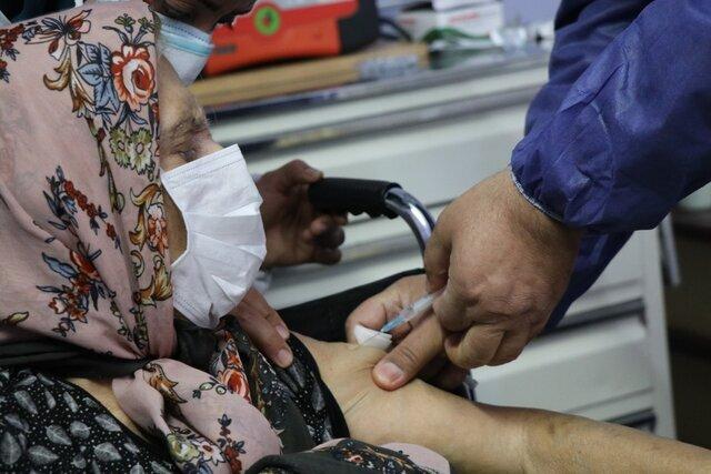 واکسیناسیون ۲۳۰ نفر از سالمندان مراکز بهزیستی همدان