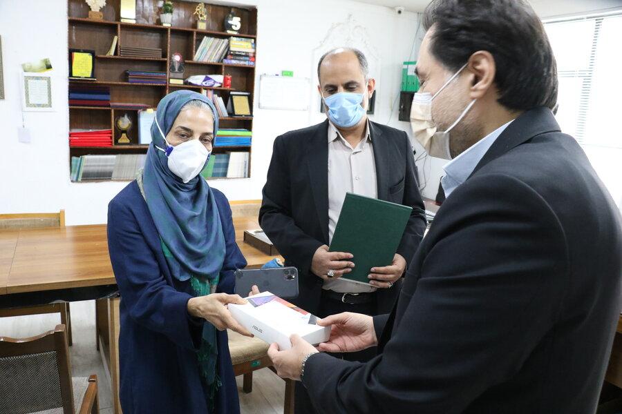 تکریم خیرین گیلانی توسط مدیرکل بهزیستی استان