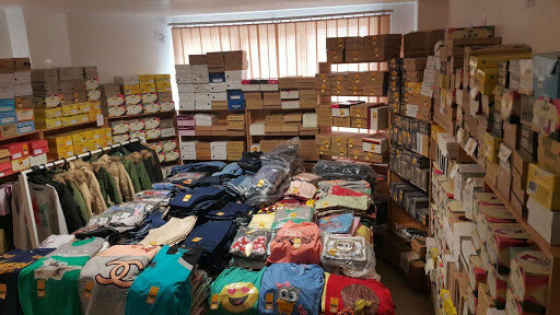 توزیع ۸۰۰ بسته پوشاک و کفش بین دانش آموزان نیازمند تحت پوشش بهزیستی