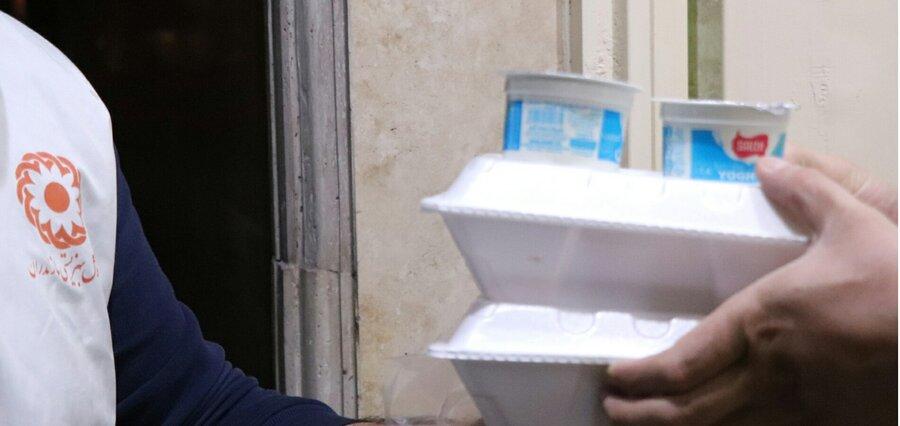 آمل│ توزیع 500 پرس غذای گرم ویژه جامعه هدف بهزیستی در شب های ماه مبارک رمضان