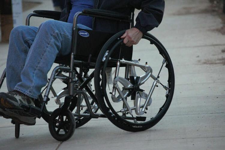 پاکدشت  تامین وسایل توانبخشی، از کاشت حلزون تا کمک هزینه درمان برای افراد دارای معلولیت