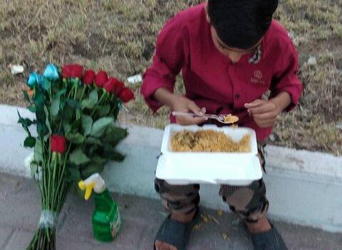 بندرعباس | توزیع غذای گرم بین کودکان کار و خیابانی همزمان با شب شهادت حضرت علی (ع)
