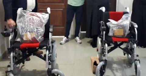شهرری| تحویل دو دستگاه ویلچر برقی به مددجویان ضایعه نخاعی