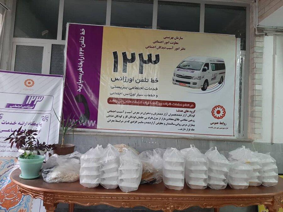 پاکدشت| توزیع غذای گرم در شبهای ماه مبارک رمضان میان مددجویان