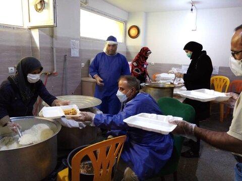 گزارش تصویری | طالقان |تهیّه و توزیع غذای گرم بین مددجویان طالقانی