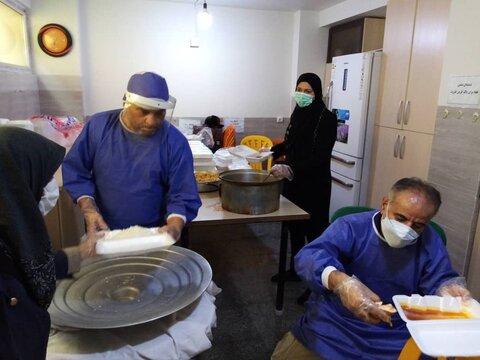 گزارش تصویری | طالقان | نذر غذا بین مددجویان طالقانی