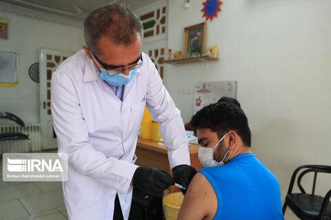 واکسیناسیون بیماران روانی مزمن مقیم در مراکز بهزیستی خراسان رضوی