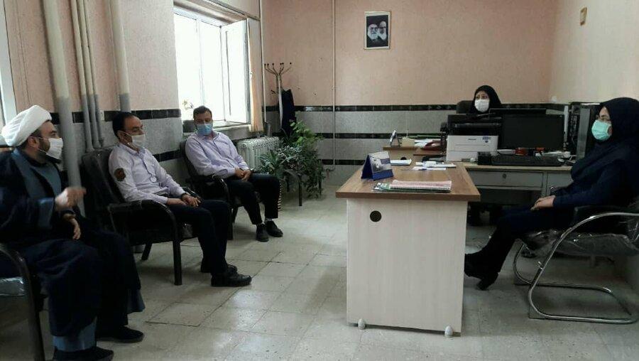 تویسرکان| پاسخگویی به سوالات کارکنان توسط امام جماعت اداره بهزیستی  شهرستان