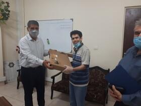 مدیر کل بهزیستی خوزستان از دانشجوی معلول نخبه تجلیل کرد