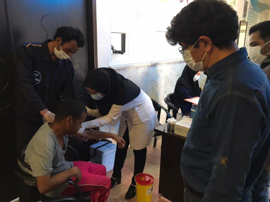تزریق واکسن کرونا در مراکز معلولان و سالمندان خ ج