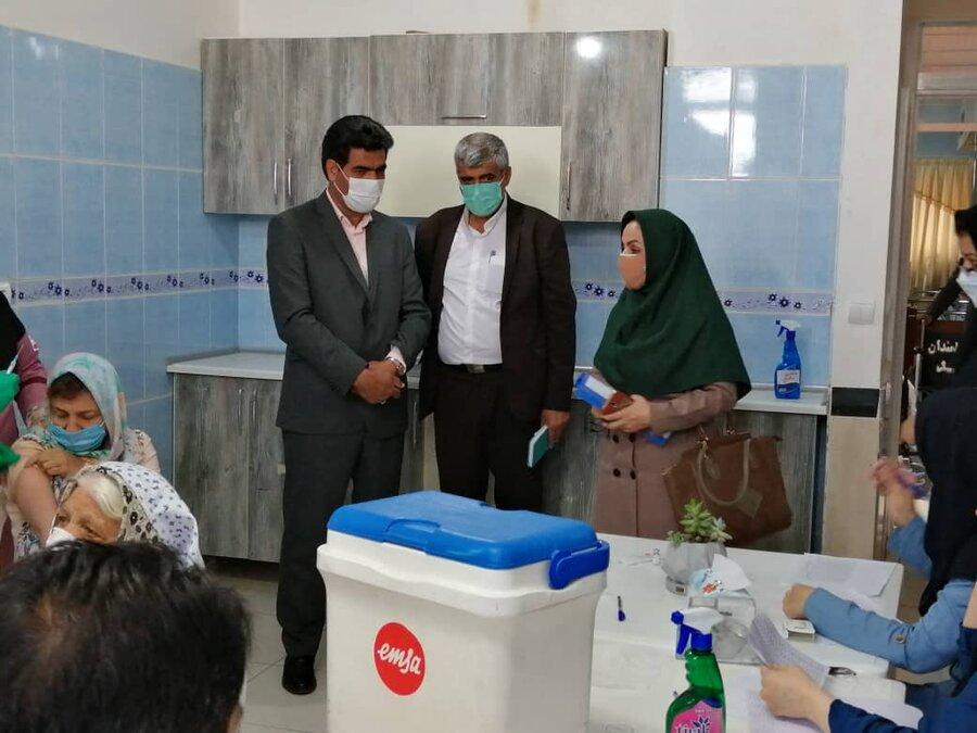 طی هفته جاری بیش از ۷۰۰ نفر از افراد دارای معلولیت در مراکز شبانه روزی معلولان استان و پرسنل این مراکز واکسن کرونا تزریق شد