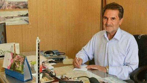 میبد | مسئولان میبد از شخصیت شهید مدافع سلامت و پزشک خیّر تجلیل کردند