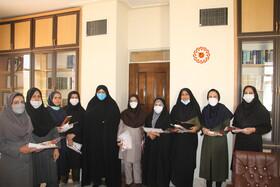 آیین تجلیل از دختران مقیم خانه ها و دختران شاغل در بهزیستی استان