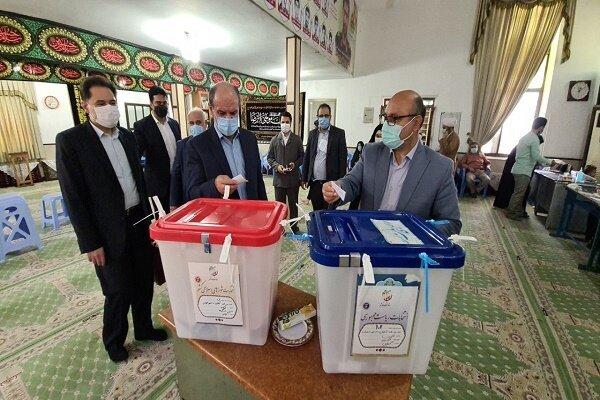حضور مدیر کل بهزیستی گیلان ، معاونین و مدیران ستادی پای صندوق رای در انتخابات ریاست جمهوری و شورای شهر