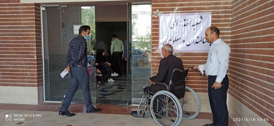 گزارش تصویری| رای گیری در شعب اخذ رای مناسب سازی شده برای سالمندان وافراد دارای معلولیت در ایلام