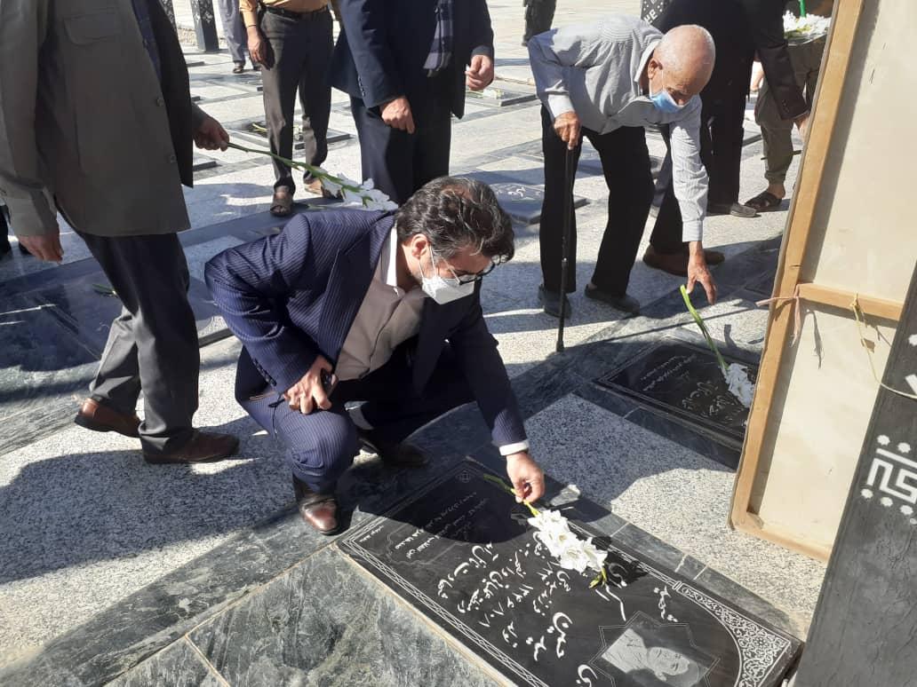مدیرکل بهزیستی در معیت استاندار خراسان رضوی وارد کاخک شد
