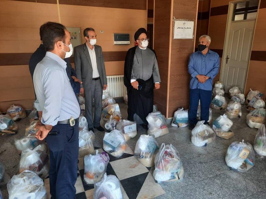 توزیع بسته های کمک های مومنانه بین مددجویان شهرستان