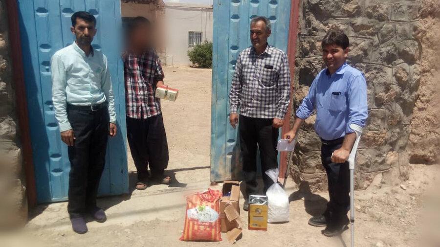 توزیع موادغذایی بین مددجویان آسیب دیده از زلزله