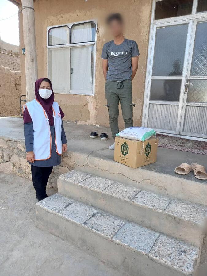 توزیع۳۰ بسته مواد غذایی بین مددجویان روستاهای زلزله زده