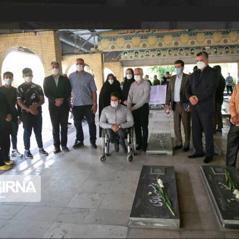 تجدید میثاق جمعی از مسوولان و مددجویان بهزیستی کرمانشاه با شهدا
