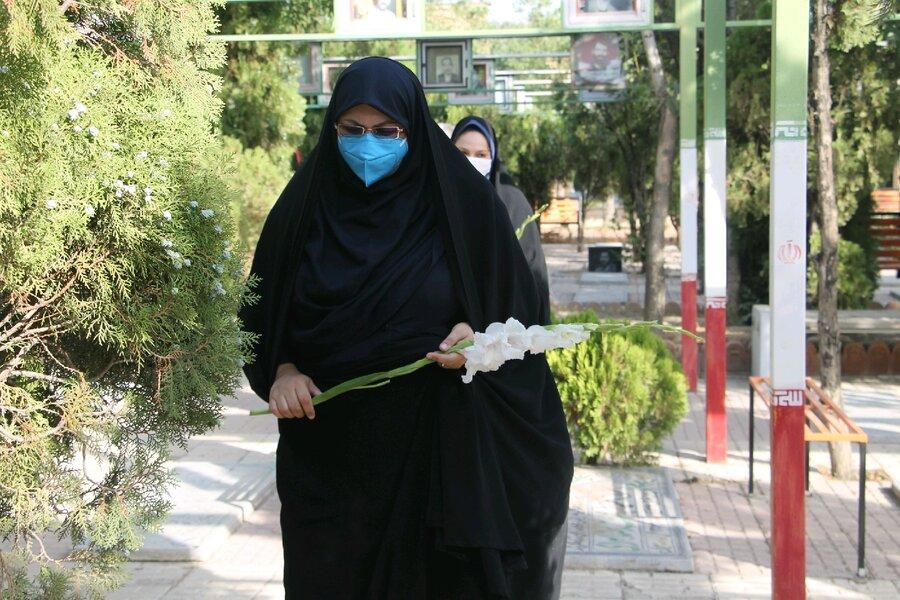 همزمان با اولین روز از هفته بهزیستی ، غبار روبی مزار شهدای هشت سال دفاع مقدس