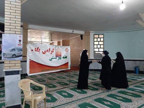 دهلران| گزارش تصویری| استقرار تیم اورژانس اجتماعی دهلران در پایگاه نماز جمعه