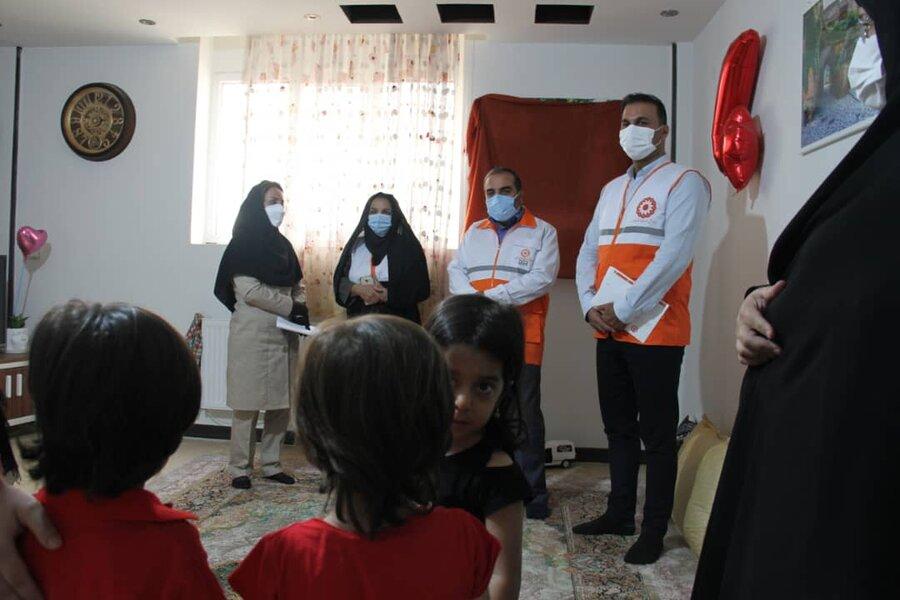 دکتر کشفی نژاد به دیدار خانواده های چندقلو در شیراز رفت
