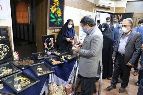 افتتاح نمایشگاه صنایع دستی مددجویان