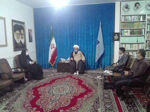 اشتهارد   رئیس بهزیستی اشتهارد به دیدار امام جمعه رفت