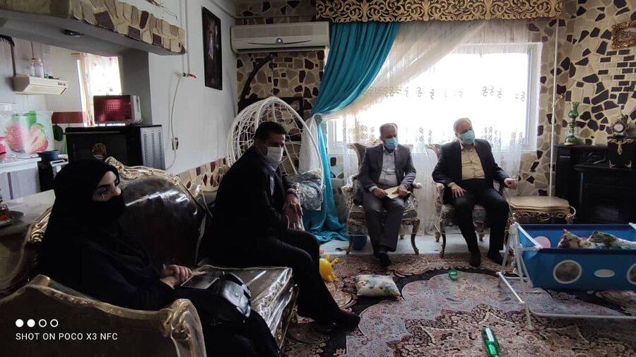 مدیرکل بهزیستی مازندران با خانواده دارای فرزند سه قلو دیدار کرد