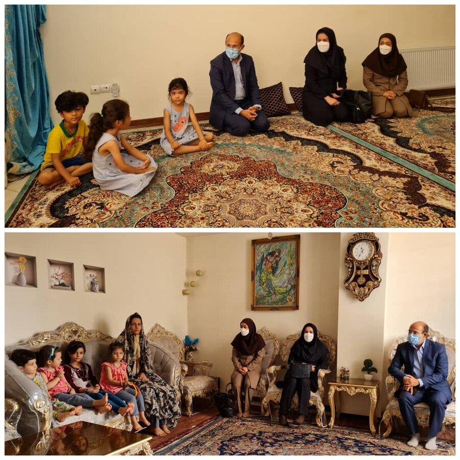 فردیس   رئیس بهزیستی فردیس با خانواده دارای فرزند سه قلو دیدار کرد
