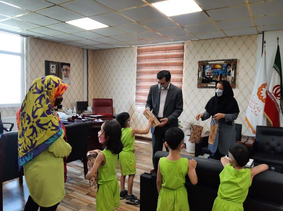 مدیرکل بهزیستی استان از خانواده های دارای فرزندان چند قلو تقدیر کرد