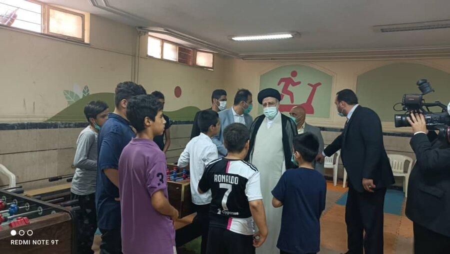 رئیسجمهور منتخب از خانه کودکان کار یاسر در منطقه ۱۶ بازدید کرد
