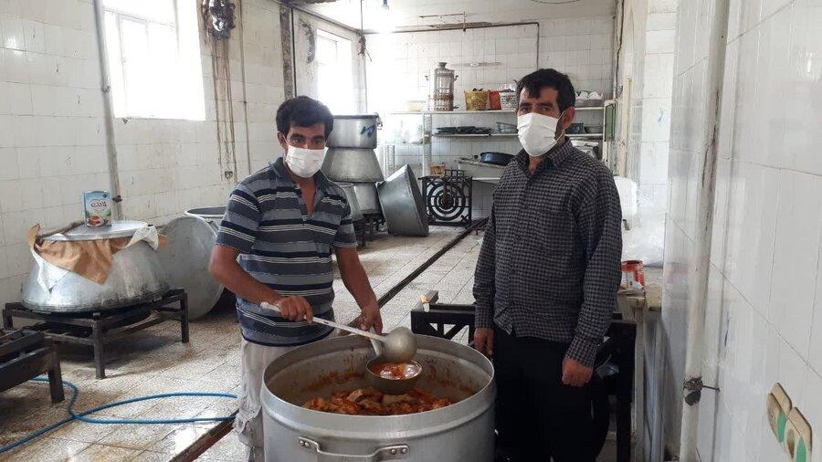 ملایر | توزیع ببش از3000بسته  غذای آماده