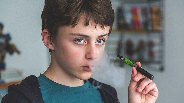 علت پنهانکاری نوجوانان چیست؟ + روشهای جلوگیری