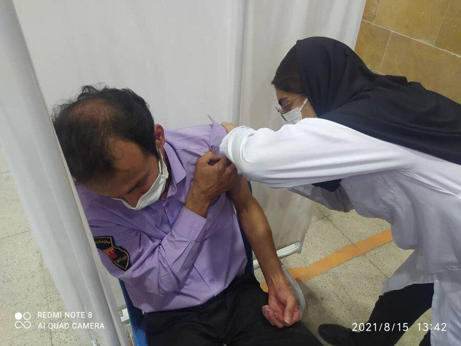 فیروزکوه| کارکنان اورژانس اجتماعی برابر ویروس کرونا واکسینه شدند