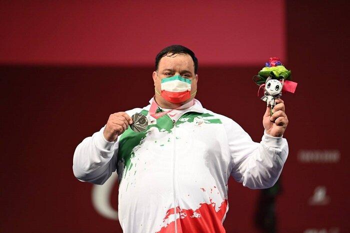 مدال نقره پارالمپیک بر گردن ورزشکار کرمانی