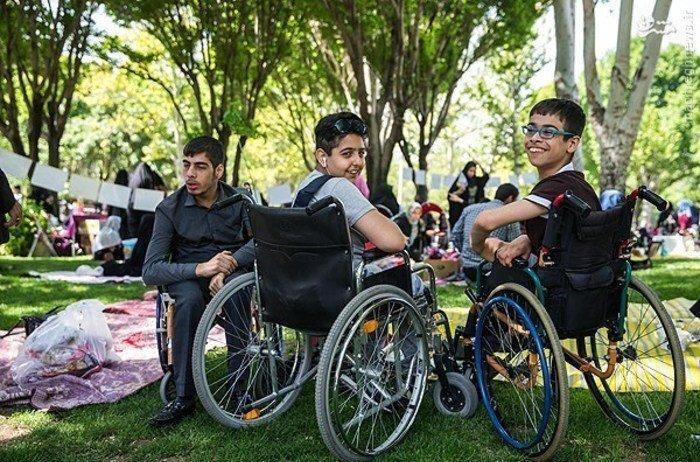 جامعه در رفع چالشهای معلولان کوتاهی میکند