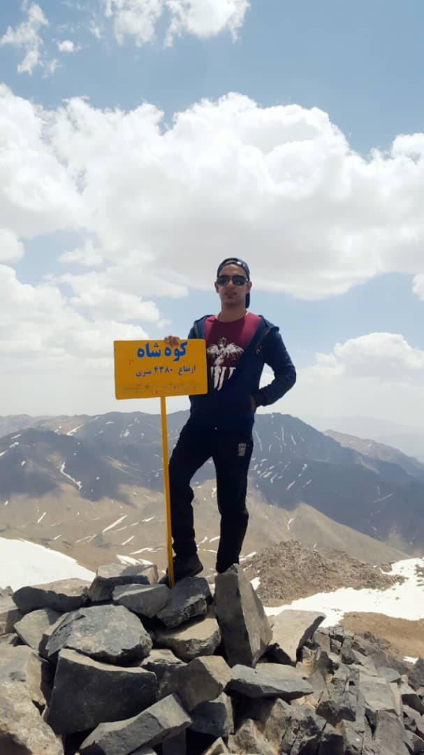 قله های کوه شاه ولاله زار کرمان مغلوب اراده وعزم راسخ جوان ورزشکار کرمانی شدند