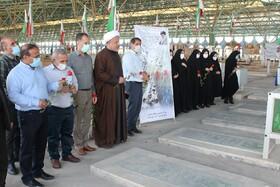 گزارش تصویری| به مناسبت هفته دفاع مقدس، مدیران و کارکنان بهزیستی خوزستان گلزار شهدا را غبار روبی کردند