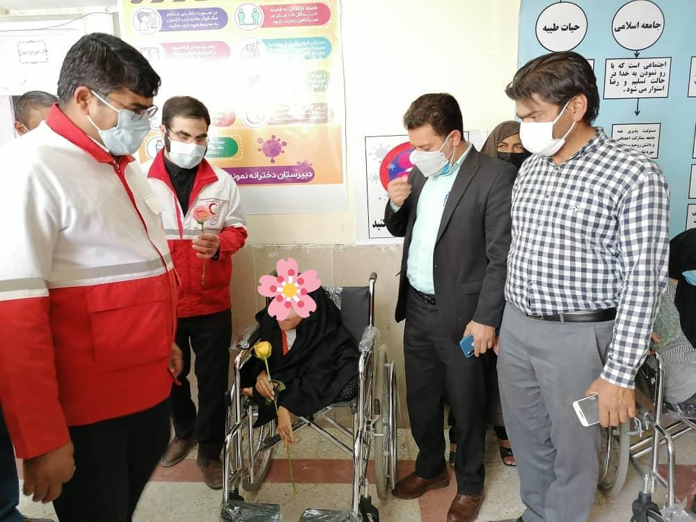 مددجویان نرماشیری وسایل کمک توانبخشی دریافت کردند