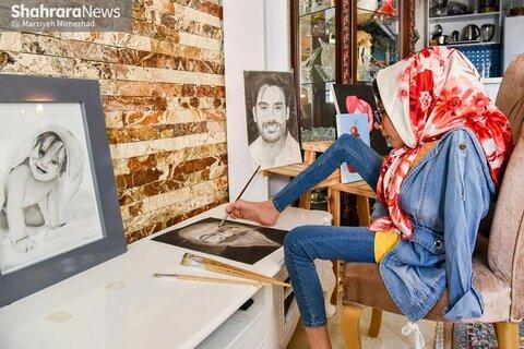 در رسانه   گپ و گفت با معصومه فرخنده هنرمند معلول مشهدی   موفقیت، بدون دست هم به دست میآید